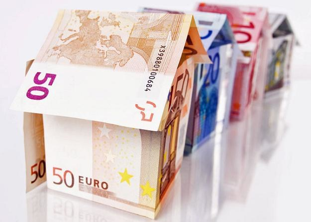 Kredyt w euro z marżą poniżej 3 proc. można uzyskać już tylko w Deutsche Banku /© Panthermedia