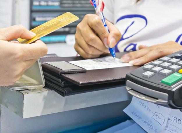 Kredyty nazywane chwilówkami są udzielane od ręki, bez sprawdzania zdolności kredytowej klienta /123RF/PICSEL