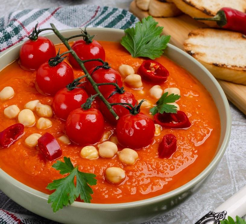 Kremowa pomidorowa z ciecierzycą /123RF/PICSEL