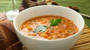 Kremowa zupa z czerwonej soczewicy z pstrągiem