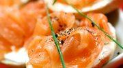 Kremowe grzanki z łososiem