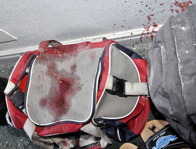 Krew na torbie piłkarza Al-Wathba /AFP
