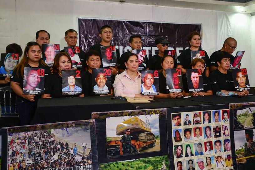Krewni i bliscy ofiar tzw. masakry z Maguindanao z 2009 roku /MARIA TAN /AFP