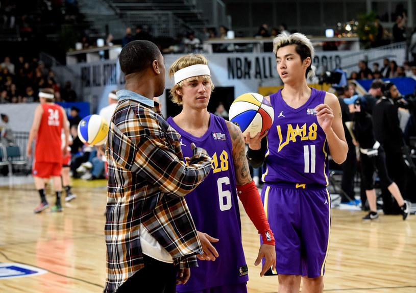 Kris Wu w towarzystwie Michaela B. Jordana i Justina Biebera /Kevin Mazur /Getty Images