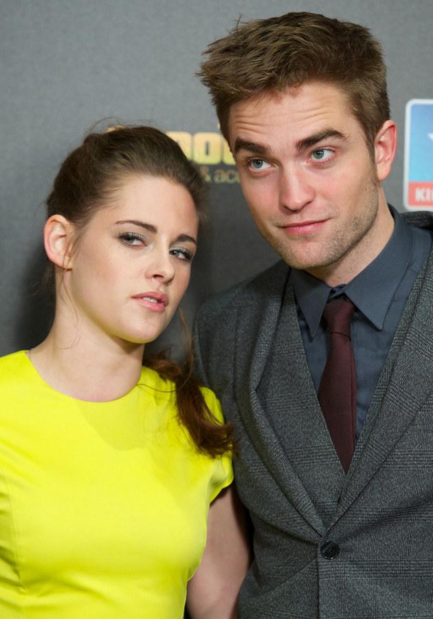 """Kristen Stewart i Robert Pattinson - oto bohaterzy skandalu, który miał miejsce przed premierą sagi """"Zmierzch: Przed Świtem 2"""". Stewart zdradziła Pattinsona z reżyserem Rupertem Sandersem... /Getty Images"""