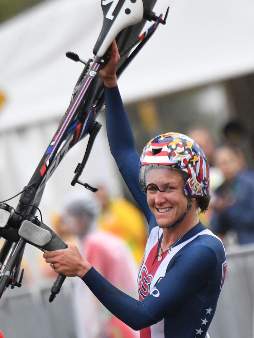 Kristin Armstrong cieszy się ze zwycięstwa /AFP