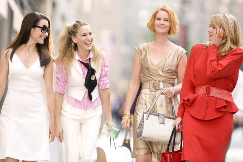 """Kristin Davis, Sarah Jessica Parker, Cynthia Nixon i Kim Cattrall na planie """"Seksu w wielkim mieście"""" /materiały prasowe"""