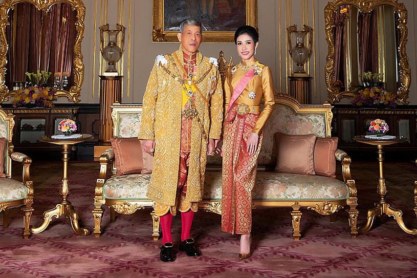 Krój Tajlandii Maha Vajiralongkorn  z Sineenat Bilaskalayani, znaną także jako Sineenat Wongvajirapakdi. /AFP