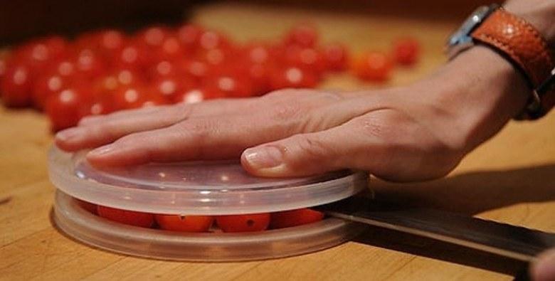 krojenie pomidorków /© Photogenica