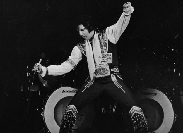 Król Elvis w akcji - fot. Hulton Archive /Getty Images/Flash Press Media