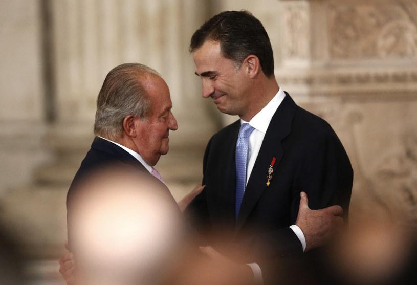 Król Filip całkowicie odcina się od zamieszanego w afery łapówkarskie ojca /Associated Press /East News