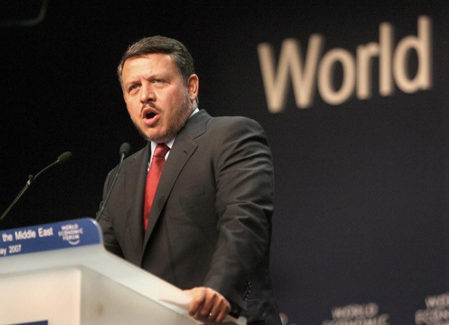 Król Jordanii Abdullah II wygłasza przemówienie, otwierające Światowe Forum Gospodarcze nad Morzem Martwym /MIKE NELSON /PAP/EPA
