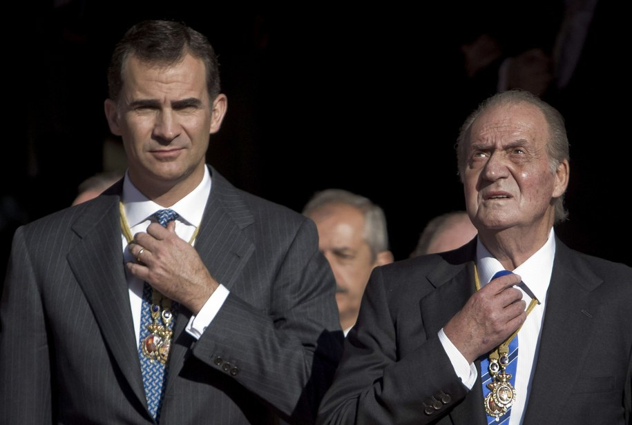 Król Juan Carlos i jego syn Filip /EMILIO NARANJO /PAP/EPA