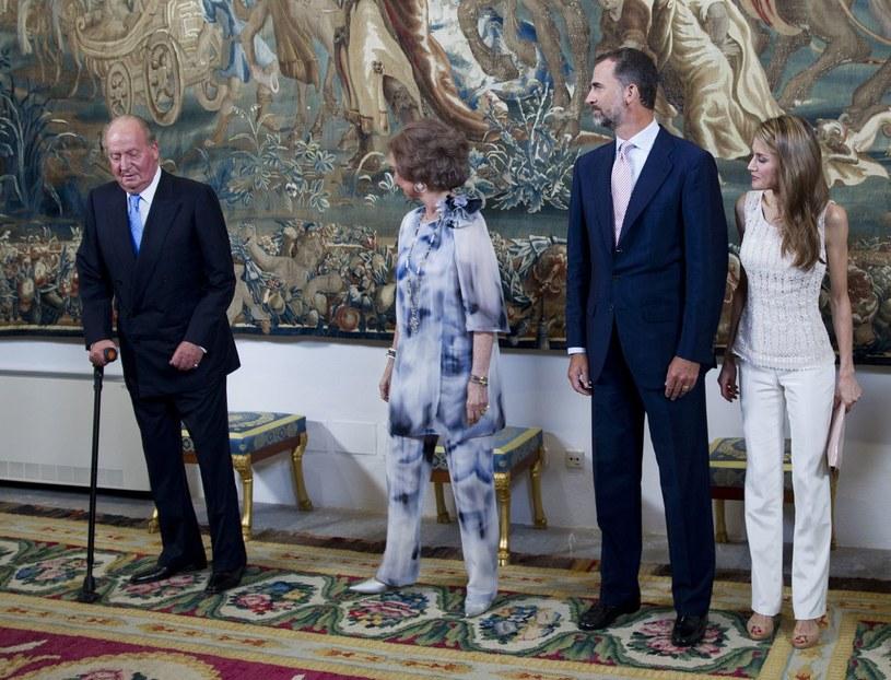 Król Juan Carlos, królowa Sofia, książę Filip i księżniczka Letizia /AFP