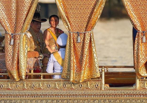 Król krytykowany za przebywanie poza krajem podczas epidemii /RUNGROJ YONGRIT /PAP/EPA