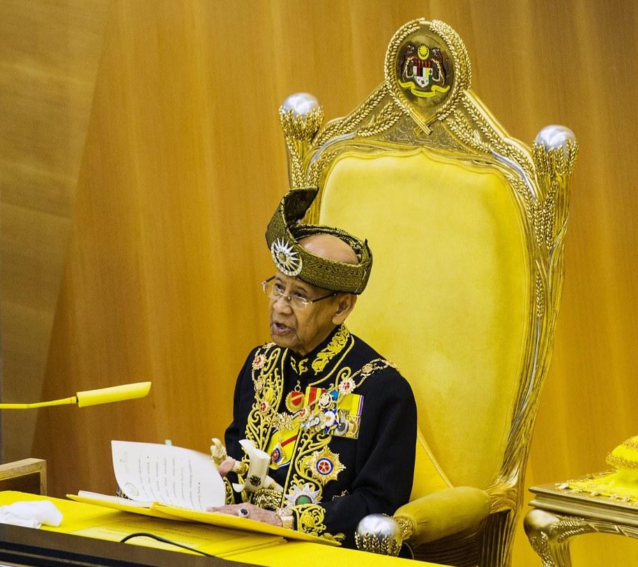 Król Malezji lubi opływać w luksusach. /AHMAD YUSNI /PAP/EPA