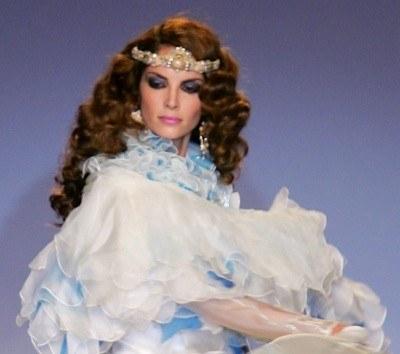Królewny w bajkach są piękne i kochane przez księciów /AFP