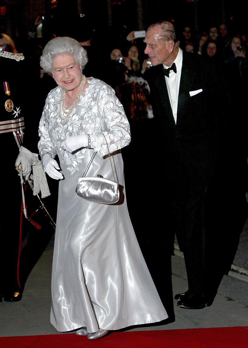 Królewska kreacja wieczorowa /Getty Images