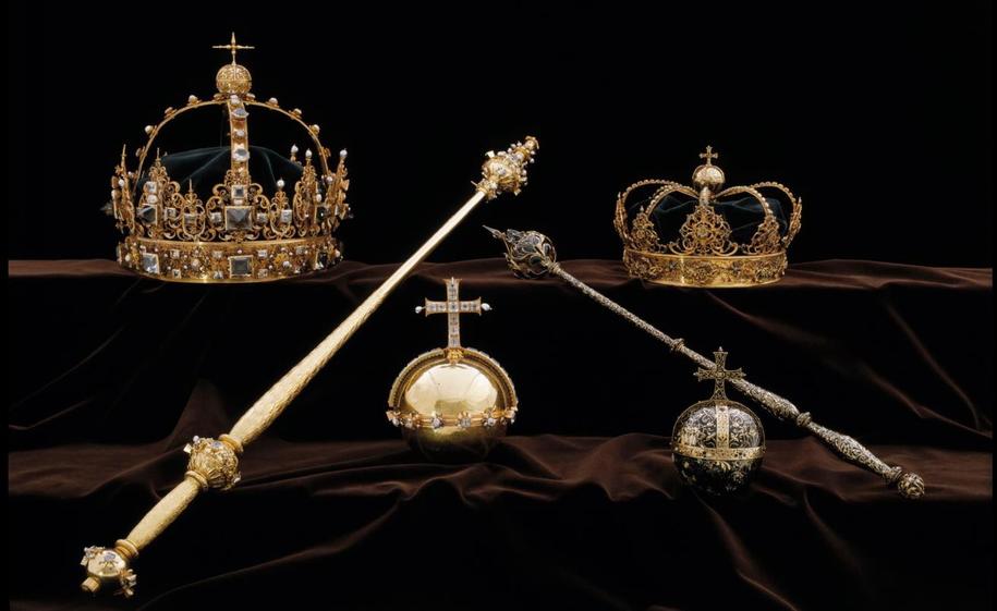 Królewskie insygnia Karola IX i jego żony Krystyny Holsztyńskiej /SWEDISH POLICE /PAP/EPA