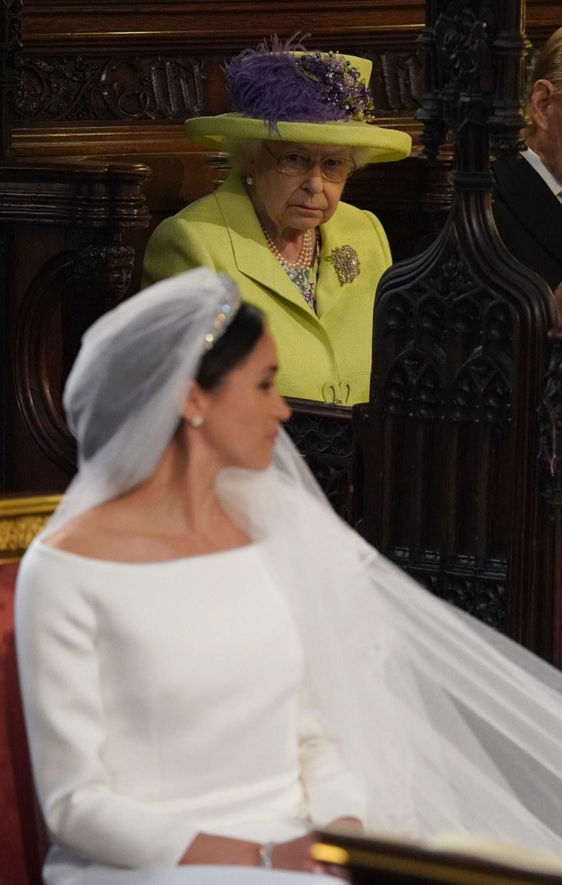 Królowa bacznie przyglądała się Meghan na ślubie /East News