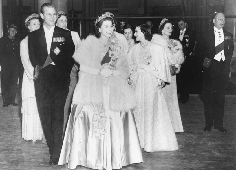 Królowa Elżbieta i książę Filip (1951 r,) /Getty Images