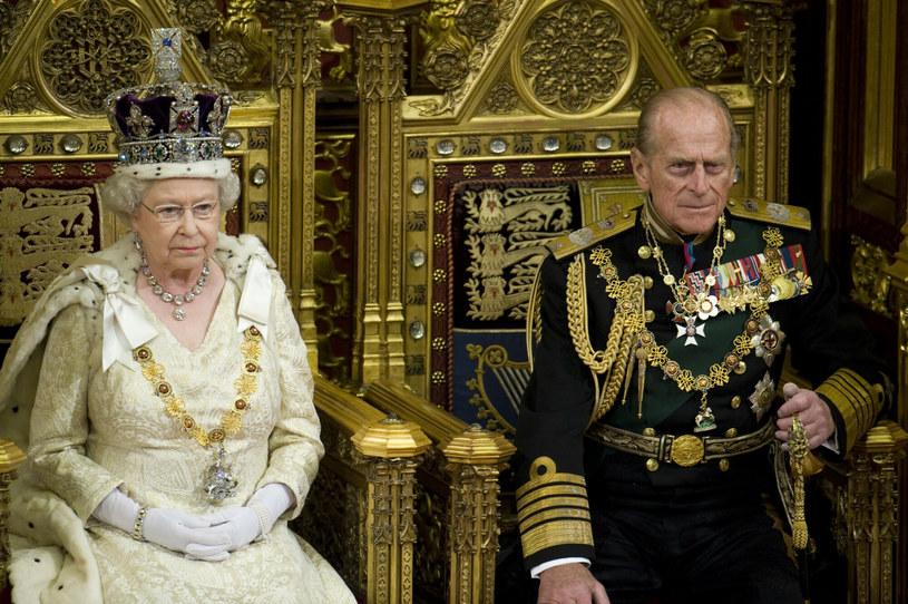 Królowa Elżbieta i książę Filip uchodzą za zgodne i dobrze dobrane małżeństwo /Photoshot    /Reporter