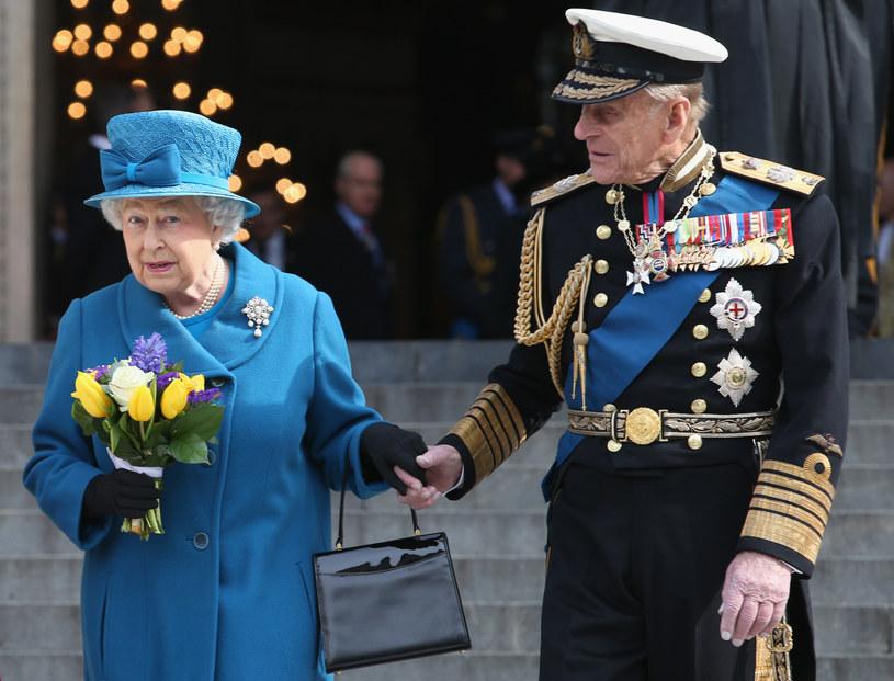 Królowa Elżbieta i książę Filip w czasie pandemii korzystają z wideokonferencji w celach służbowych /Getty Images
