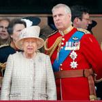 Królowa Elżbieta II finansuje sądową batalię księcia Andrzeja? Takiego skandalu w rodzinie królewskiej dawno nie było!