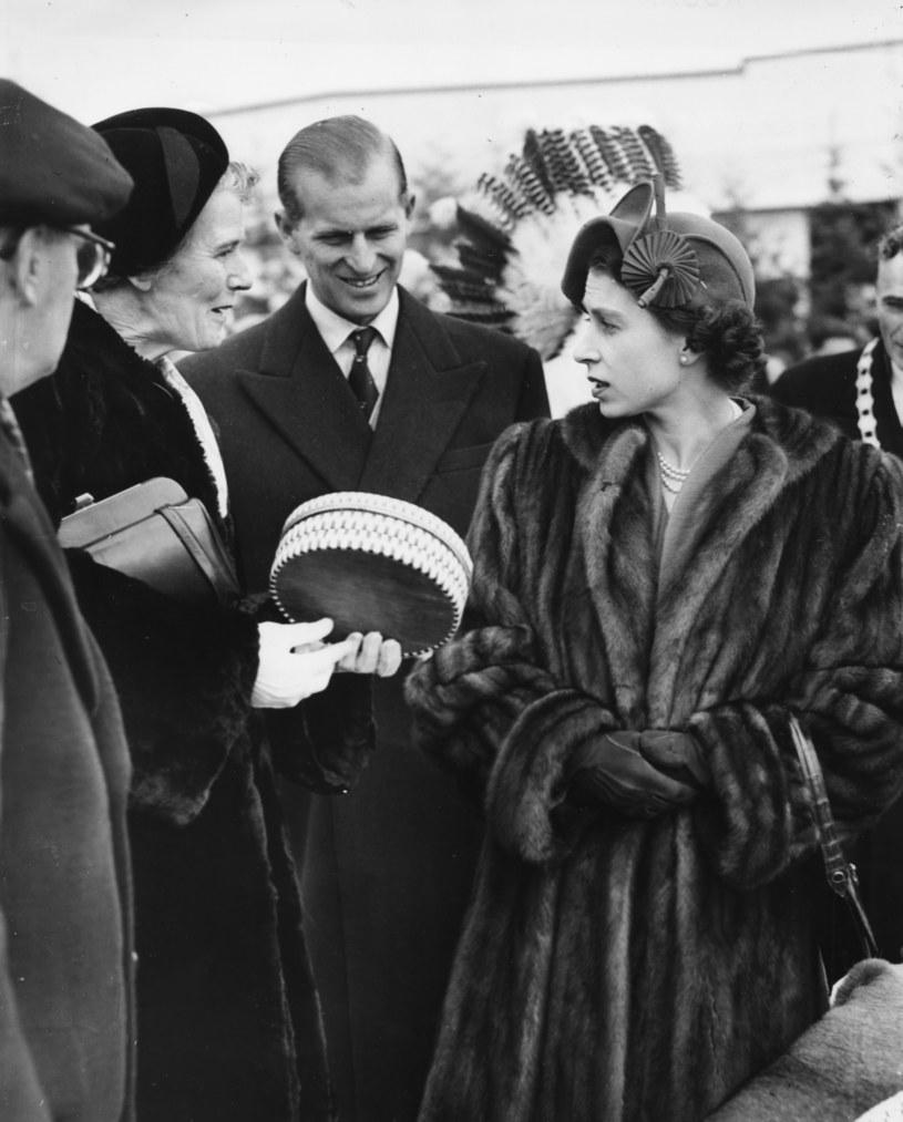 Królowa Elżbieta II i książę Filip w czasach młodości /Fox Photos /Getty Images