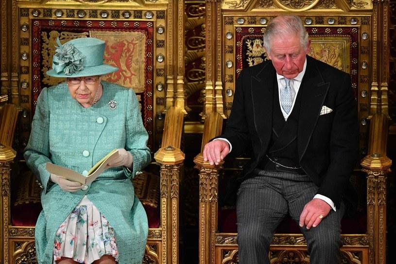 Królowa Elżbieta II i książę Karol /AFP