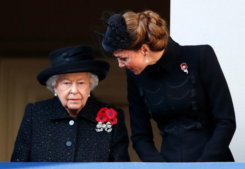 Królowa Elzbieta II i księżna Kate /Max Mumby/Indigo /Getty Images