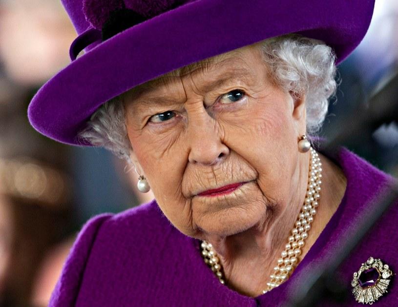 Królowa Elżbieta II jest znana z nienagannej prezencji. Co myśli o stylu ukochanych swoich wnuków? /Rex Features /East News