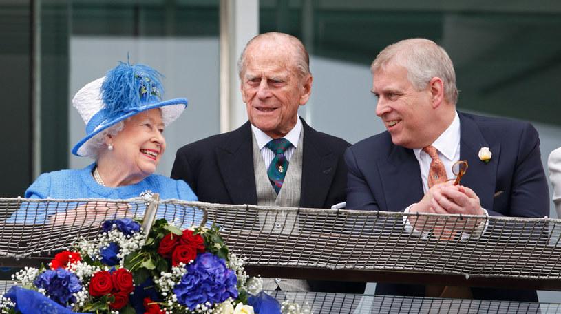 Królowa Elżbieta II, książę Filip i książę Andrzej /Max Mumby/Indigo /Getty Images