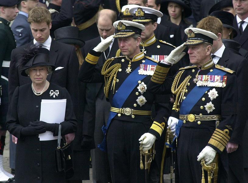 Królowa Elżbieta II, książę Karol i książę Filip /Tim Graham Photo Library /Getty Images