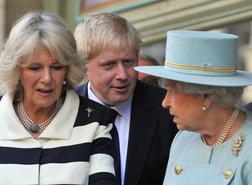 Królowa Elżbieta II, księżna Camilla i premier Boris Johnson /TOBY MELVILLE / POOL /AFP