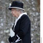 Królowa Elżbieta II na pogrzebie hrabiny Carnarvon