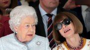Królowa Elżbieta II na pokazie mody