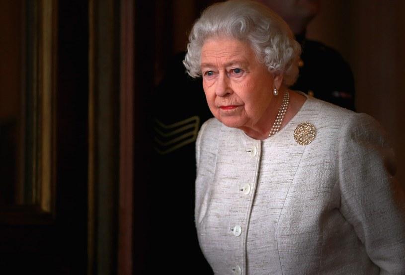 Królowa Elżbieta II najprawdopodobniej spędzi święta z księciem Filipem i służbą /Getty Images