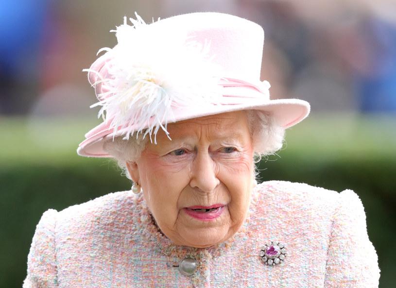 Królowa Elżbieta II o wyprowadzce księcia Harrego dowiedziała się z mediów społecznościowych /Getty Images