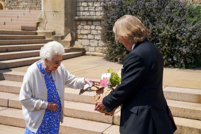 Królowa Elżbieta II odbiera Różę Księcia Edynburga / Steve Parsons - WPA Pool /Getty Images