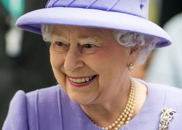 Królowa Elżbieta II oświadczyła, że Wielka Brytania będzie też renegocjować warunki swego członkostwa w UE /AFP
