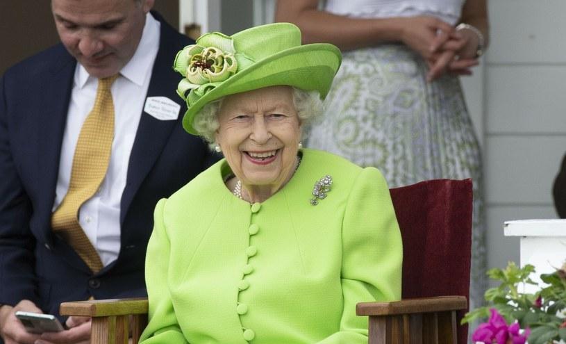 Królowa Elżbieta II podczas finału zawodów polo wyglądała na radosną. Humor tego dnia wyraźnie dopisywał brytyjskiej monarchinii /David Hartley/Shutterstock /East News