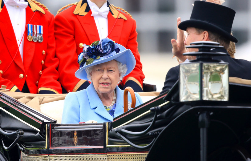 Królowa Elżbieta II podczas inauguracji Royal Ascot Racecourse /Getty Images