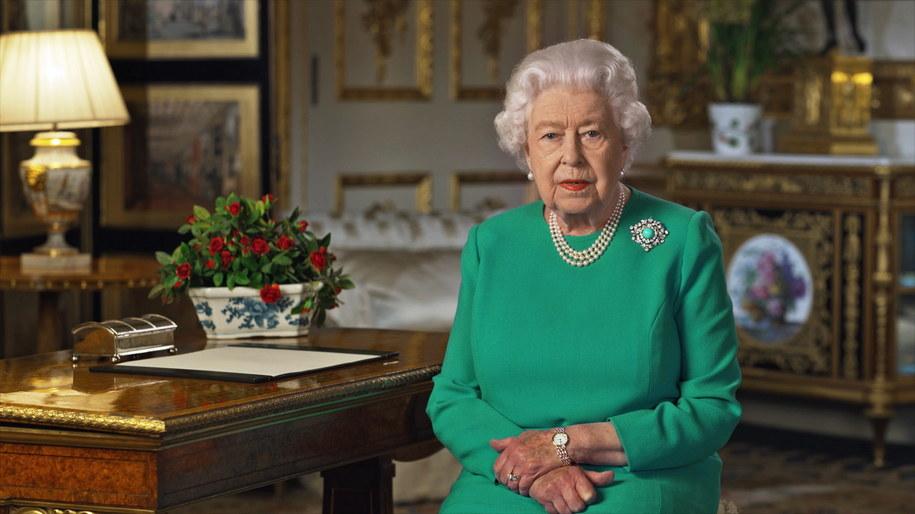 Królowa Elżbieta II podczas orędzia do narodu /BUCKINGHAM PALACE /PAP/EPA