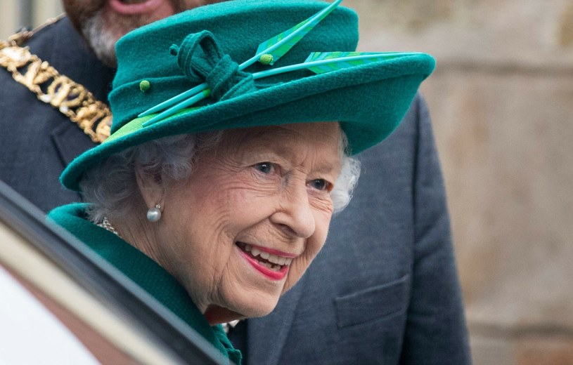 Królowa Elżbieta II pomimo upływu lat, nie traci klasy i wciąż wygląda pięknie /Duncan McGlynn/Shutterstock /East News