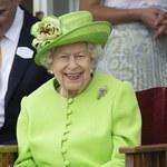 Królowa Elżbieta II w letniej stylizacji. Śmiały kolor!
