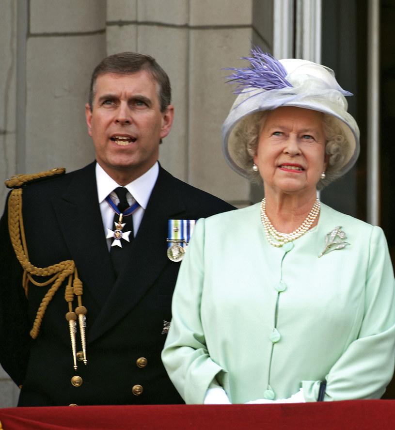 Królowa Elżbieta II z synem Andrzejem /Anwar Hussein /Getty Images