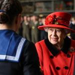 Królowa Elżbieta II z wizytą na nowym lotniskowcu