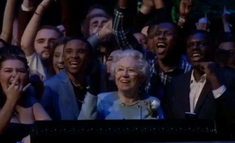 """""""Królowa Elżbieta"""" na widowni podczas gali Brit Awards 2018 /"""