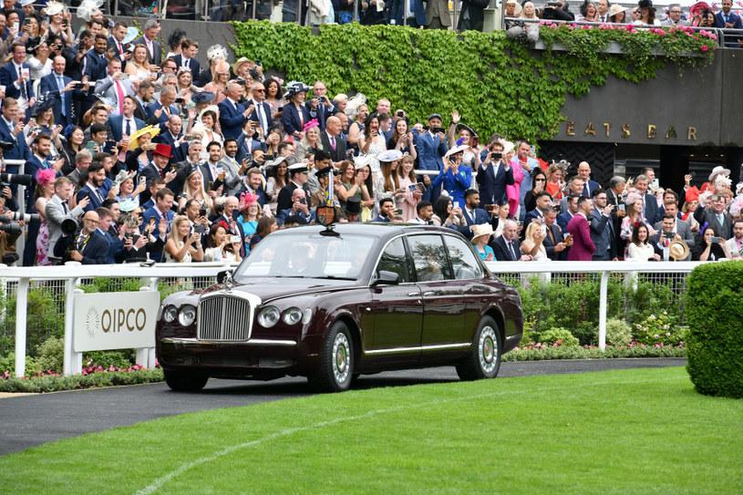 Królowa Elżbieta na wyścigach Royal Ascot /Chris Jackson